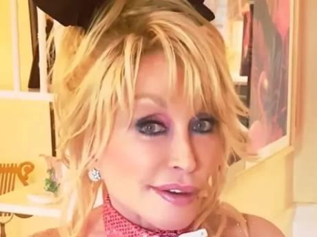 Dolly Parton recrée sa couverture de Playboy de 1978 pour l'anniversaire de son mari