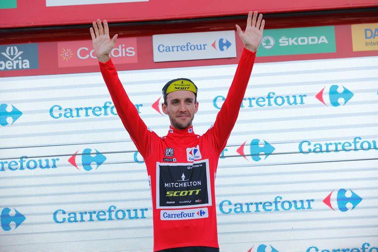 Adam Yates aan het feest in de Vuelta.