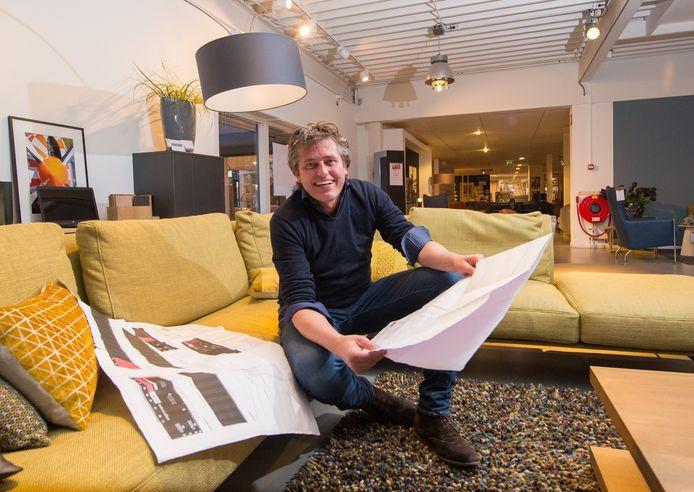 Bas Wagenmans van Wagenmans wonen in Lemelerveld wil de verkoop van goedkopere meubels verplaatsen naar een bedrijfshal op een industrieterrein in het dorp.