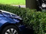 Aanrijding in Dalfsen: gelanceerde auto komt in tuin terecht