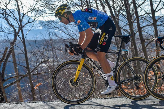 Wout Van Aert a tout donné sur l'étape reine de Tirreno-Adriatico et reste en course pour la victoire finale.