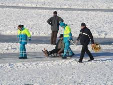 Waarschuwing voor schaatsers: 'Ga er niet vanuit dat er een brancard klaarstaat als je een been breekt'