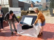 Oud-leerling Annick De Ridder onthult eerste steen bouwproject De Dames