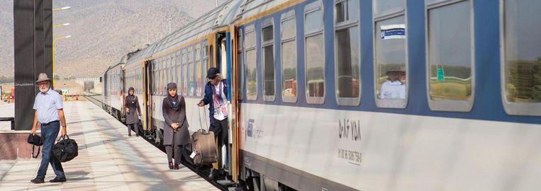 Op het station van Saadat Shahr. Beeld Cigdem Yuksel
