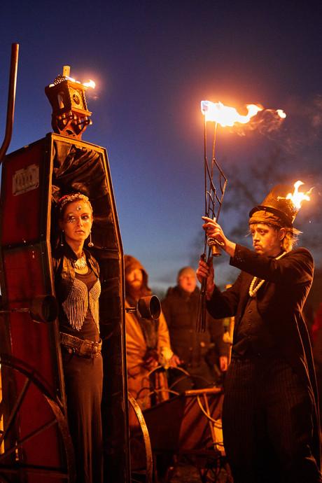 Lekker fikkie stoken bij het Vuur & Vlam festival
