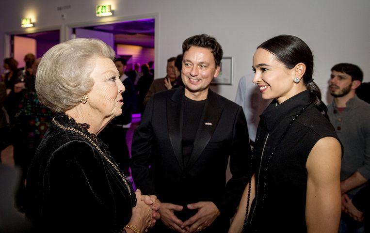 Prinses Beatrix (L) in gesprek met de Russische ballerina Diana Vishneva (R) en artistiek directeur van het Holland Dance Festival Samuel Wuersten (M) tijdens het openingsgala van het Holland Dance Festival. Beeld anp