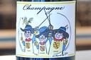 Chicolat verkoopt een exclusieve champagne. Deze is gepersonaliseerd met een cartoon van de Wervikse ereburgers André Nollet , Josiane Vanhuysse en Carll Cneut.