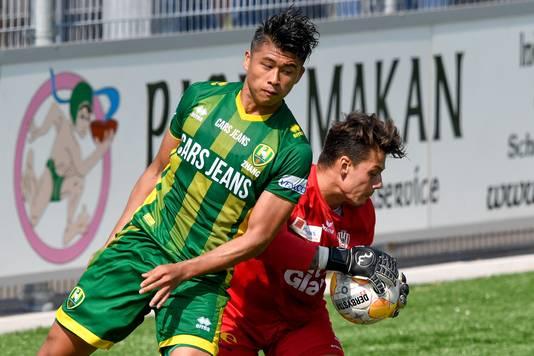 De nieuwe ADO-spits Yuning Zhang, gehuurd van West Bromwich Albion, mist minimaal de eerste twee wedstrijden.