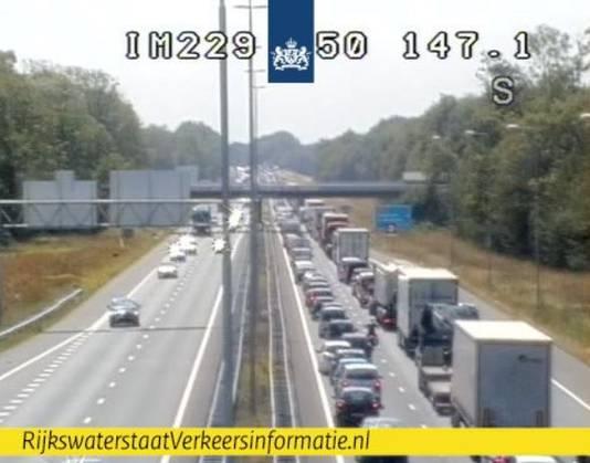 De situatie op de A50 bij knooppunt Bankhoef bij Wijchen.