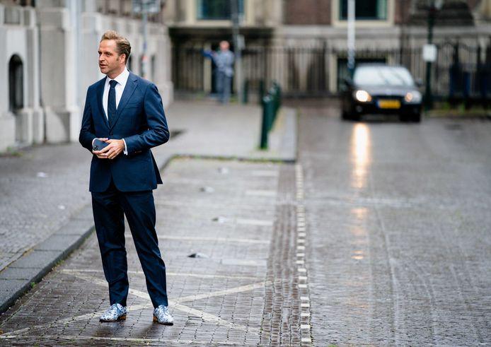 Minister Hugo de Jonge van Volksgezondheid, Welzijn en Sport (CDA) bij aankomst op het Binnenhof.