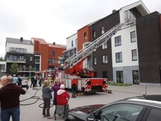 25-tal bewoners tijdelijk geëvacueerd na brand in flatgebouw