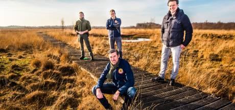 Haaksbergen 'draagt plankje bij': binnen 24 uur al 3000 euro voor herstel vlonderpad in Haaksbergerveen