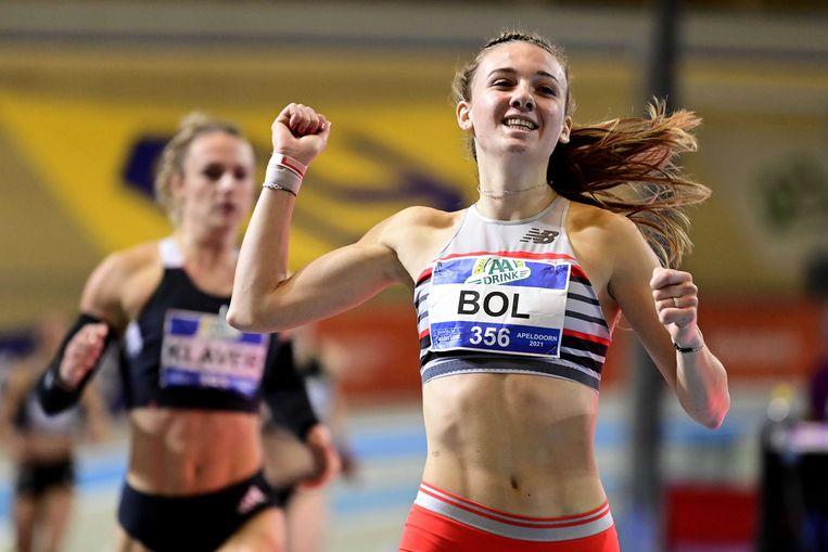 Femke Bol wint de 200m tijdens de Nederlandse kampioenschappen (NK) atletiek. Beeld ANP