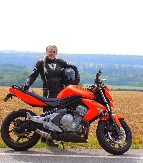 Shannen (24) rijdt motor: 'Mensen kijken op als ik mijn helm afzet'