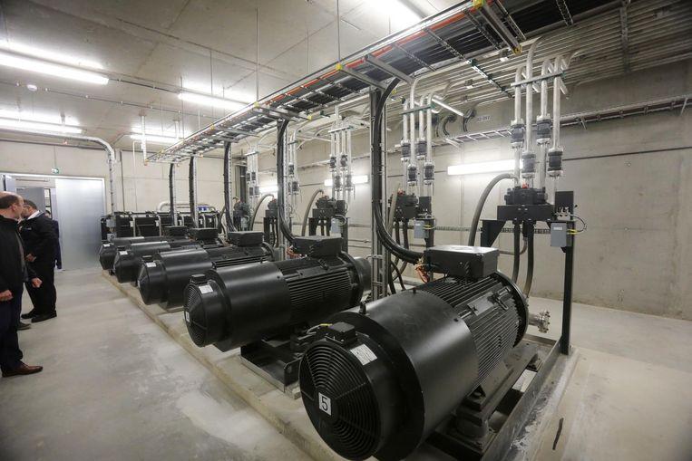 De vijf pompmotoren hebben samen een vermogen van 1 megawatt.