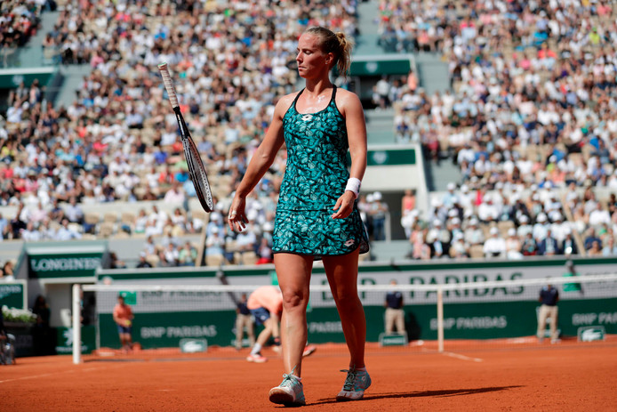 Richel Hogenkamp, een jaar geleden op Roland Garros tijdens haar partij tegen Maria Sjarapova. Ze hoopt nu voor het derde jaar op rij het hoofdtoernooi te bereiken.