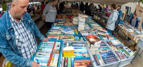 Tienduizenden bezoekers snuffelen in Vaassen tussen de boeken