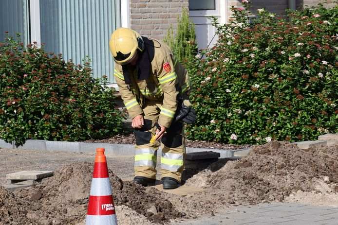 De brandweer heeft in afwachting van de komst van Enexis het gaslek provisorisch gedicht.