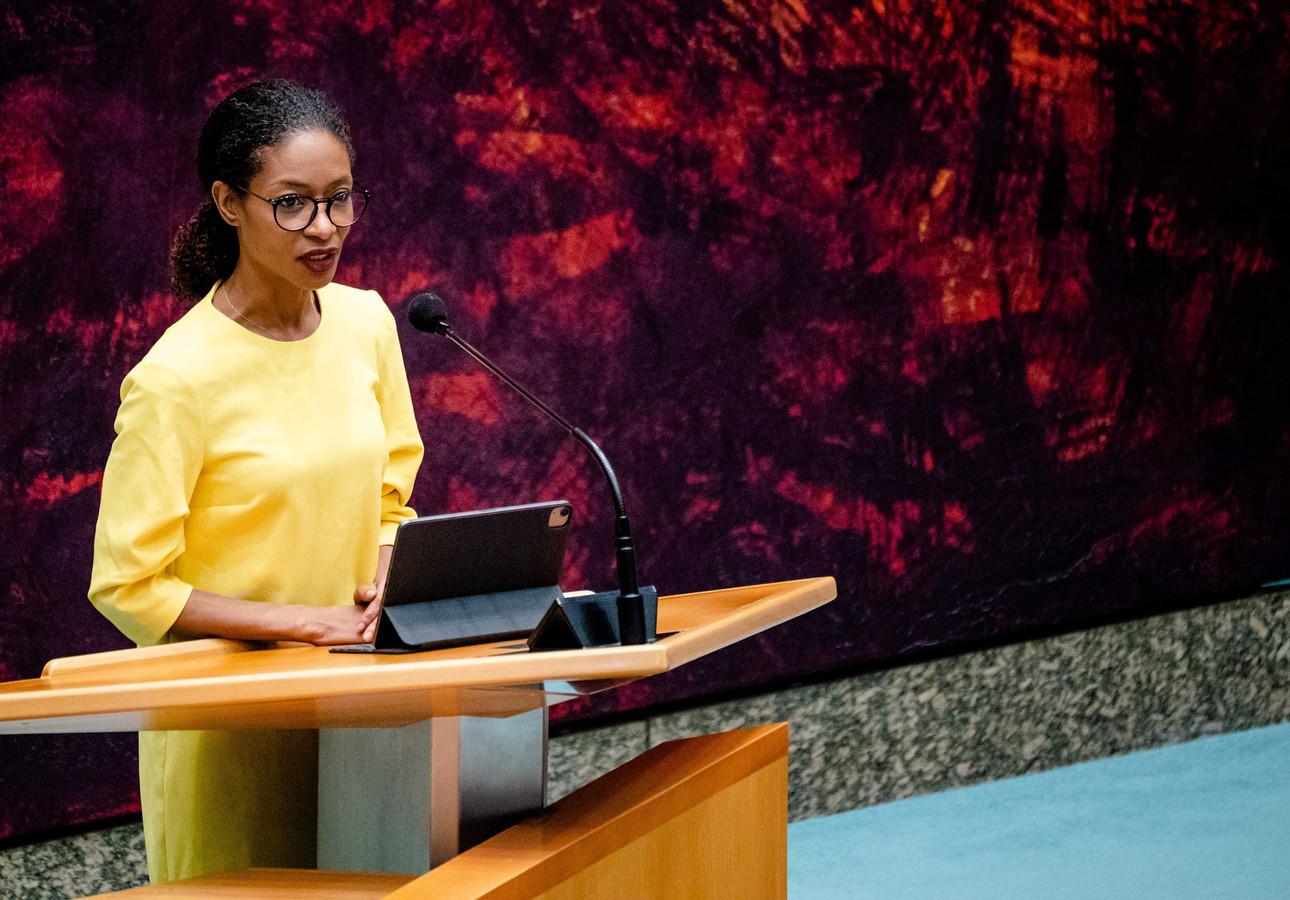Sylvana Simons (BIJ1) in de Tweede Kamer tijdens een debat over de ontwikkelingen rondom het coronavirus.