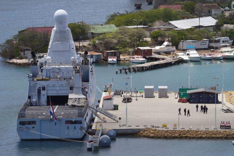 In de Marinebasis Parera op Curacao kwam het marineschip Zr. Ms.Groningen aan, met aan boord de beide omgekomen bemanningsleden van de NH90-helikopter die bij Aruba in het water crashte. Beeld ANP