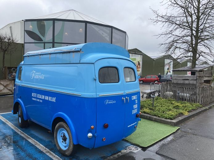 Cremerie François stelt haar ijswagen op aan Tuincentrum Interflower.