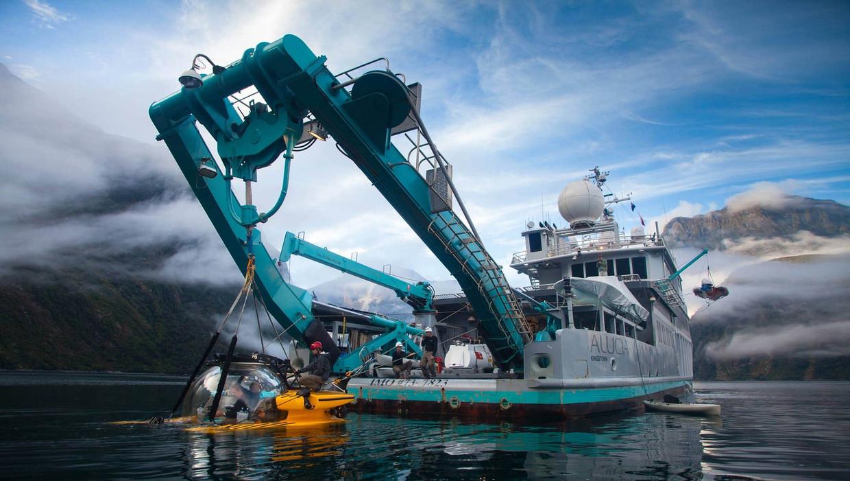 Het Alucia-schip met driepersoonsonderzeeër van miljardair Ray Dalio. Beeld Oceanx productions