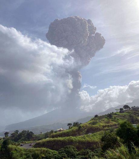 Le principal volcan de l'île de Saint-Vincent en éruption