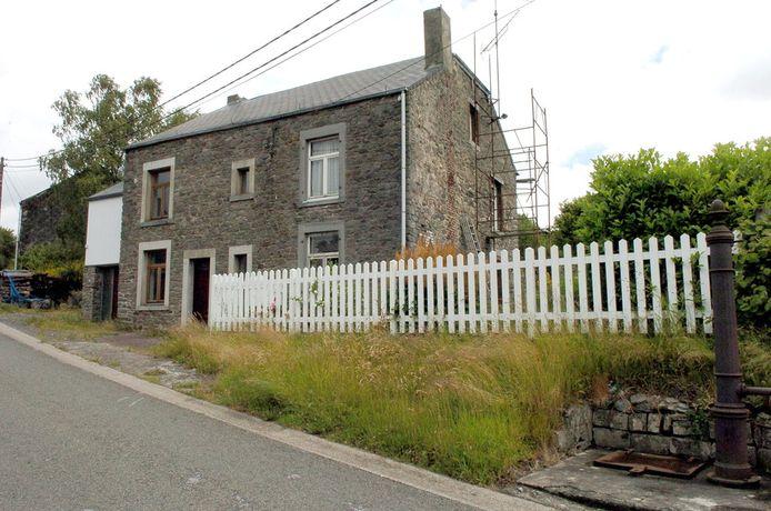 De maandag overleden seriedoder Michel Fourniret woonde in het huis in Sart-Custinne (provincie Namen) tussen 1992 en 2003.