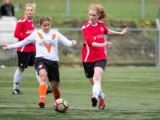 Bij Victoria Boys in Apeldoorn voetballen meer vrouwen dan mannen. Tijd voor naamswissel?