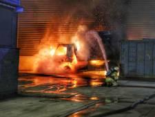 Twee vrachtwagens in vuur en vlam in Den Dolder