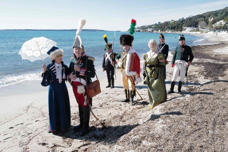 Vooruitlopend op de herdenking van zijn 200ste sterfdag houdt een groep in maart al een re-enactment in Golfe-Juan in Zuid-Frankrijk. Beeld AFP