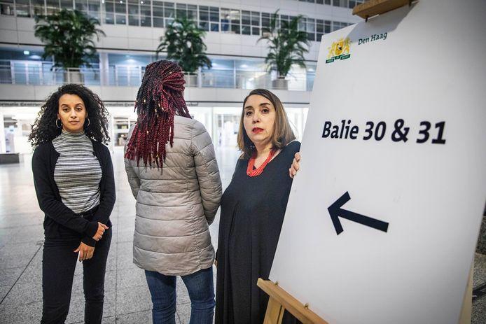 Fatima Faid (rechts) en Mariam el Maslouhi  (links) zetten zich begin vorig jaar allebei namens de HSP in voor bijvoorbeeld dakloze moeders.