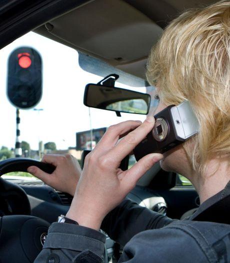 Vier keer meer kans op ongeval door handsfree bellen