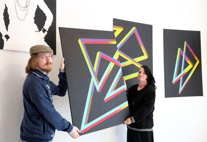 Marijn en Marileen Vergouwen van galerie De Kunstbank.