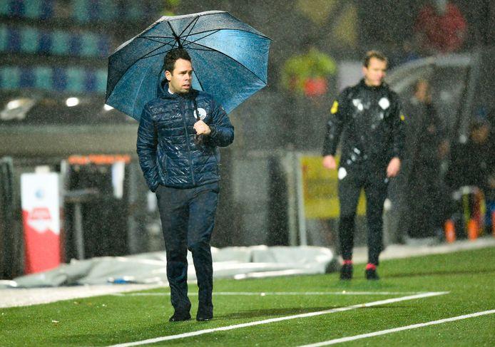 FC Den Bosch-trainer Erik van der Ven zag zijn ploeg vorige week nog in de stromende regen met 2-2 gelijk spelen tegen De Graafschap.