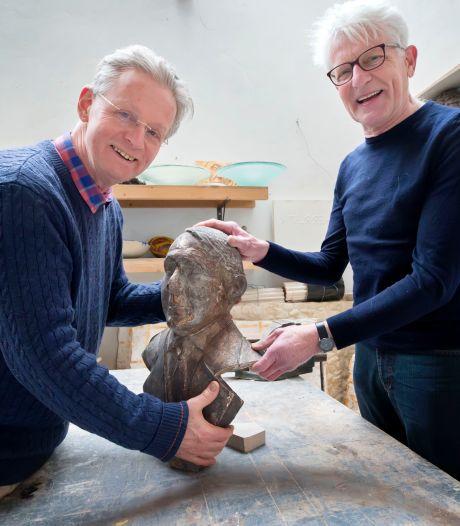 Pionier Koos Aarts uit Dongen verdient een beeld, vinden Lucas en Giel: 'Hij zag de potentie van de auto'