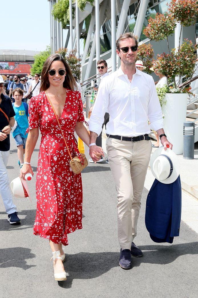 Pippa Middleton, alors enceinte de son premier enfant, et son mari James Matthews.