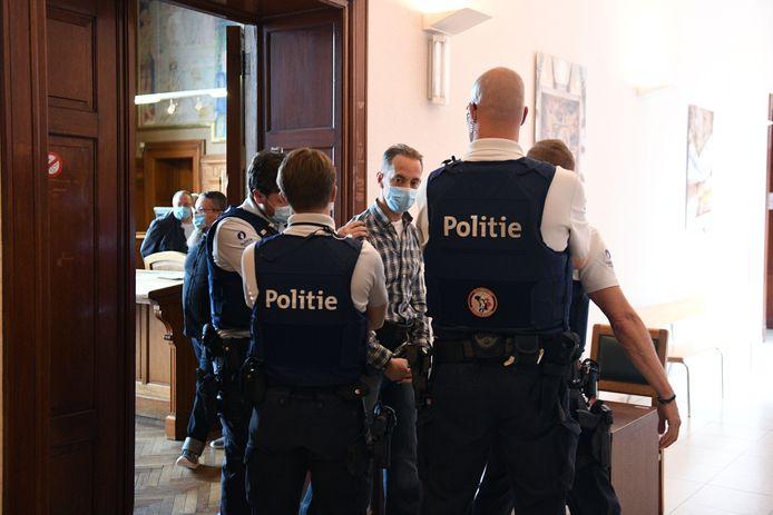 Marc Van Overschelde in de burgerlijke rechtbank van Leuven. Samen met vijf andere moordenaars die vastzitten in Leuven-Centraal eist hij om online les te mogen volgen aan de KU Leuven.