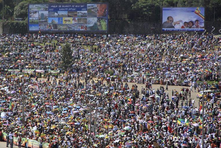 Supporters van Zenawi zijn in Addis Abeba de straat opgekomen om hun steun voor de premier te uiten na de verkiezingen van 2010. Beeld ANP