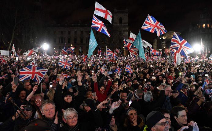 Juichende brexiteers op Parliament Square.