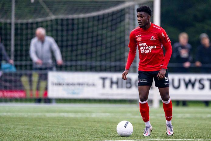 Paul Fosu-Mensah maakte een degelijke indruk in de oefenwedstrijd van Helmond Sport tegen Gemert (2-2).