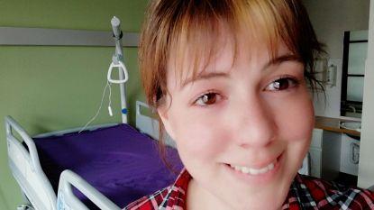 """Palliatief verpleegkundige Tine (32) getuigt: """"Mensen die nog een paar dagen te leven hebben, zien hun kleinkinderen niet meer"""""""