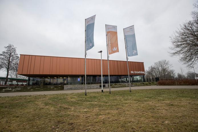 Zwembad IJsselslag in Zutphen is nog steeds gesloten voor onderzoek na gezondheidsklachten.