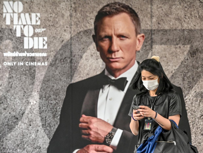 De nieuwe James Bond film heet – hoe toepasselijk – 'No Time to Die'. De filmindustrie ligt op apegapen door het coronavirus. Beeld AFP