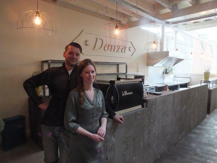 Stefaan Staelens en Lien Van Steenkiste in hun nieuwe koffie-, thee- en eethuis Donza dat komende maandag de deuren opent.