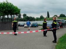 Explosief gevonden tijdens magneetvissen in Rhenen, omgeving afgezet en terras ontruimd