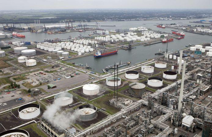 Chemische bedrijvigheid in de Rotterdamse haven