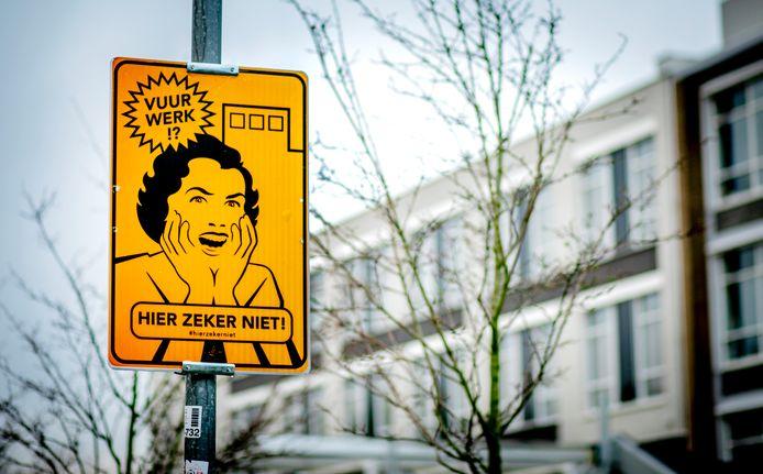 In Haarlem vraagt de gemeente met een bord om in deze zone geen vuurwerk af te steken. In Apeldoorn is het volgend jaar overal verboden, als het aan de gemeenteraad ligt.