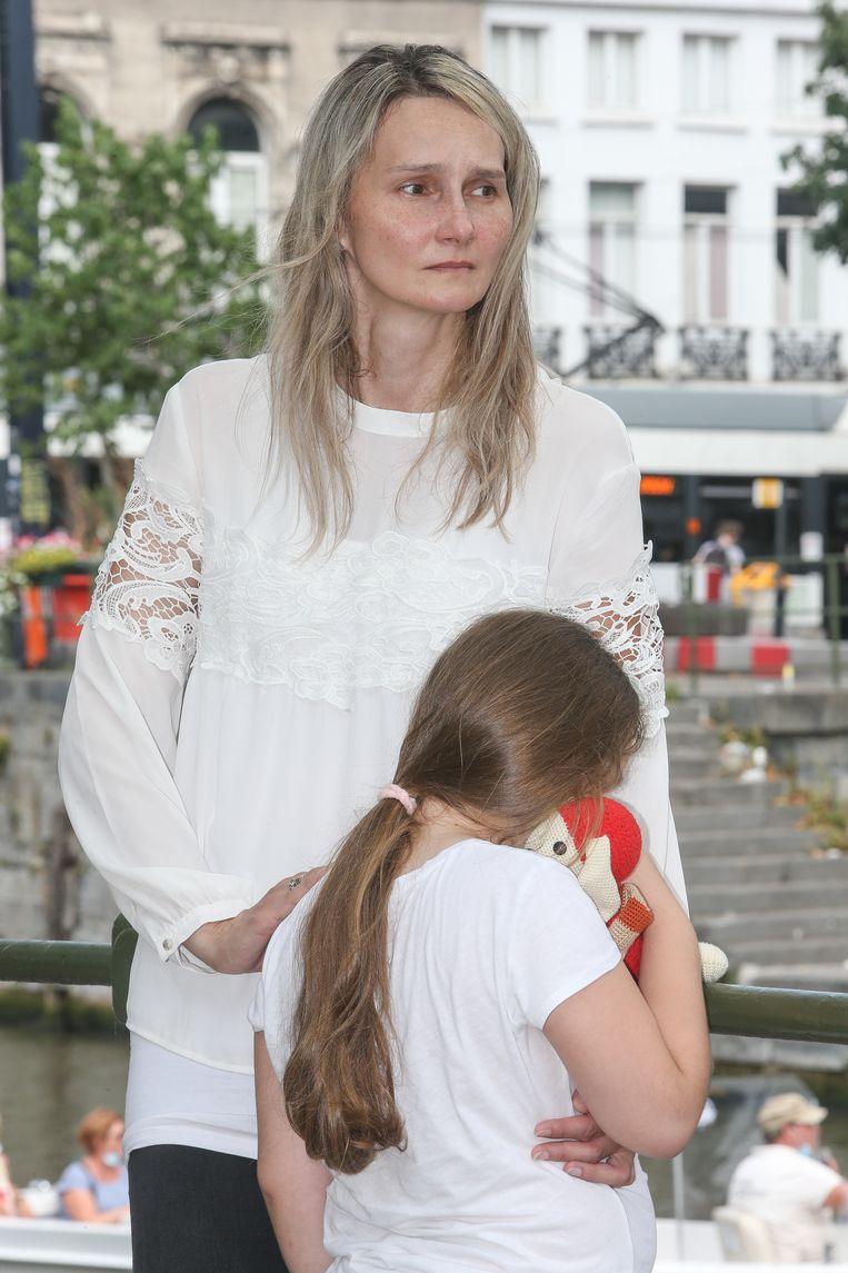 Weduwe Henrieta en haar dochter. Beeld
