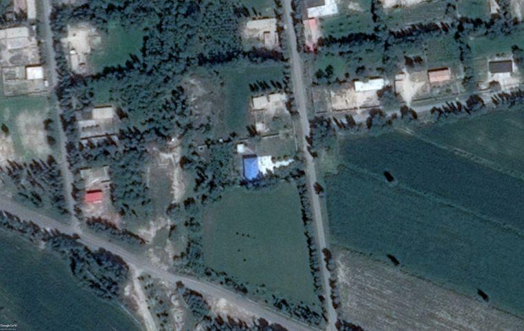 Satellietbeeld van de moskee van de Kazachse gemeenschap in Aktubek uit 2015.  Beeld